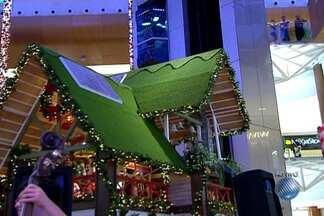 Shopping de Salvador investe na sustentabilidade na decoração de Natal - Casa do Papai Noel tem placas de energia solar e até instrumentos de orquestra são feitos com material reciclável.