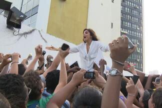 Ivete Sangalo vai participar do Festival de Verão 2014 - Cantora é a única que se apresentou em todas as edições do evento. Nesta quarta-feira, Ivete foi homenageada na TV Bahia e participou de vários programas.
