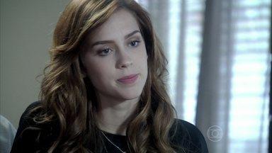 Natasha revela que é irmã de Nicole - Ela chega para a reunião sobre o inventário e diz que vai lutar pela herança