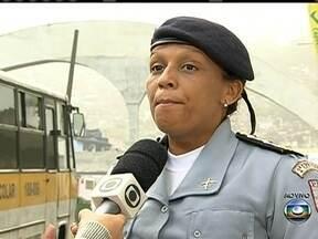 Rocinha recebe reforço no patrulhamento - Com o aumento da violência na Rocinha, o patrulhamento no local foi reforçado. Cães da PM encontraram drogas na comunidade. A polícia investiga a disputa entre quadrilhas rivais