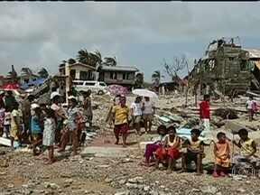 ONU estima que mais de 10 mil pessoas morreram por causa de Tufão nas Filipinas - Várias agências das Nações Unidas estão mobilizadas no socorro aos sobreviventes da tragédia nas Filipinas. Cidades inteiras foram praticamente varridas do mapa. Falta água, comida e remédios.