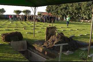 JPB2JP: Corpo de construtor que morreu em acidente foi enterrado no fim da tarde - Culto encerrou o velório.