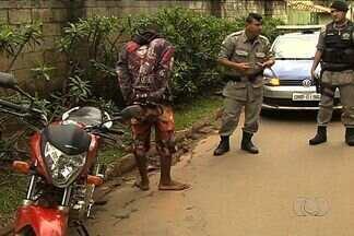 Polícia prende suspeito de roubar supermercado em Goiânia - Quando viu a Polícia Militar, ele jogou a arma fora, mas não conseguiu escapar. Ele também tinha roubado uma motocicleta.