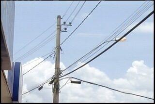 Moradores de Itamarandiba convivem há anos com a falta de energia elétrica - Problema gera prejuizos em diversos setores da economia da cidade.