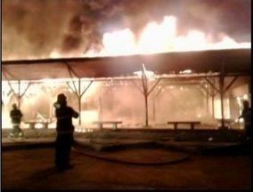 Bombeiros apagam fogo no Parque Natural Municipal de Governador Valadares - Corpo de bombeiros demorou três horas para conseguir apagar incêndio.