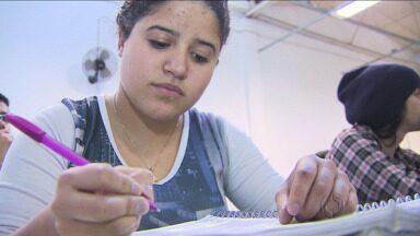 Jenyffer, personagem da série Vestiba, passa na primeira fase da UFPR - Ela quer cursar engenharia mecânica.