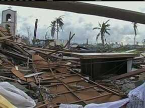 Acesso às áreas atingidas por supertufão é precário - Em Tacloban, área mais devastada, 70% da cidade precisa de ajuda imediata. A situação é de caos total. Falta tudo, de água potável a energia, moradia e assistência médica. Vilarejos estão destruídos, sem condição de recomeço rápido.