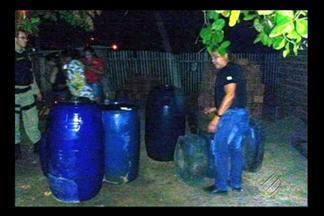 PRF apreende cerca de 6 mil litros de combustível ilegal em Irituia - Gasolina e diesel eram vendidos ilegalmente no nordeste do estado. Caminhoneiro, vendedor e comprador foram levados para a delegacia.