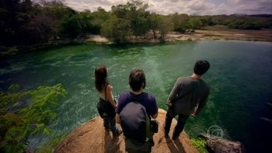 Além do Horizonte - capítulo de quinta-feira, dia 14/11/2013, na íntegra - Marlon e Paulinha chegam à Comunidade na selva