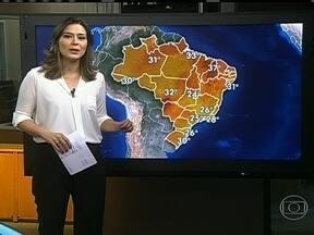 Temperatura cai em diversas regiões do país - As nuvens continuam concentradas entre as regiões Norte, Centro-Oeste e Sudeste. Nesta segunda (19) deve ter temporal no Acre, Amazonas, Rondônia, Pará e no nordeste de Mato Grosso.