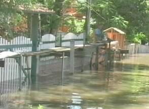 Nível do rio Ibirapuitã, em Alegrete, RS, está dez metros acima do normal - Cerca de 200 pessoas já saíram de casa no município.