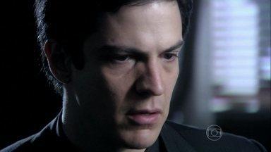Félix tenta fazer com que Pilar mude de ideia - Maciel o impede de seguir a mãe, e ele tenta pensar em outra estratégia