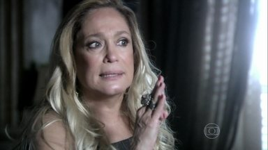 Pilar exige que Félix renuncie à presidência do hospital - A mãe confessa que nunca poderia imaginar a pessoa que o filho realmente é. Ela exige que ele marque uma reunião com o conselho. Depois da conversa, Pilar desabafa com Bernarda