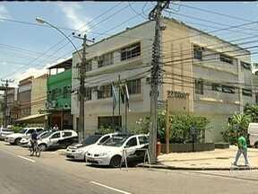 Operação prende quatro pessoas na favela Furquim Mendes, no subúrbio do Rio - Foram apreendidos um revólver, três pistolas, rádio transmissores, carregadores e munições de fuzil, drogas e uma motocicleta. Houve troca de tiros. Dos quatro presos, um é menor de idade.