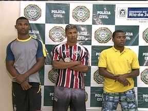 Polícia desmantela quadrilha que atuava em estações do BRT - Em apenas um mês, a quadrilha assaltou cinco estações do BRT, no Rio de Janeiro. As câmeras de segurança flagraram os assaltos. Os criminosos agiam com a ajuda de um vigilante, que repassava as informações.
