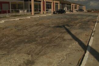 Problema na estrutura do estacionamento cancela da inauguração do Rodoshopping, em Cajá - Um caminhão tombou no local.