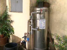 Moradores de Itu reclamam da falta de água em vários bairros da cidade - Falta água em diversos bairros de Itu (SP). Muitos moradores acordam de madrugada para lavar a roupa e limpar a casa. Um drama que parece não ter fim.