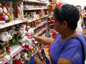 Alta do dólar repercute nos produtos típicos de Natal - Os itens típicos de Natal já estão pelo comércio da região. O panetone teve um reajuste em torno de 6% por causa da alta do dólar.