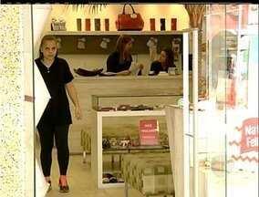 Comércio de Nova Friburgo, RJ, é autorizado a funcionar no feriado - Apesar de estarem abertas, lojas não tiveram grande movimentação nesta manhã.