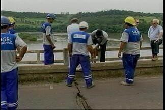 Engenheiros do DNIT realizam vistoria na ponte do rio Uruguai, em Iraí, RS - Segundo os especialistas, não há riscos da estrutura desabar.