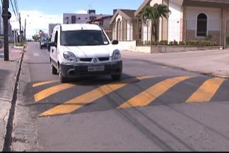 Calencário JPB nos Bancários - Uma lombada foi instalada no cruzamento das ruas Rejane Freire e Antonio Targino há uma semana e não foi registrado nenhum acidente neste período.