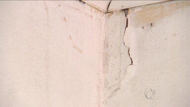 Movimento de veículos faz chão tremer e racha paredes - Moradores do Boqueirão têm prejuízo em suas casas por causa do trânsito pesado.