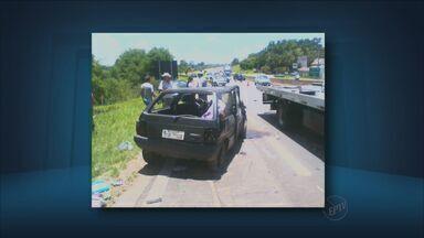 Mulher joga carro contra veículo em rodovia de Itapira - Tentando se matar e matar filha de 6 anos, mulher bateu contra automóvel contra idoso e bebê.