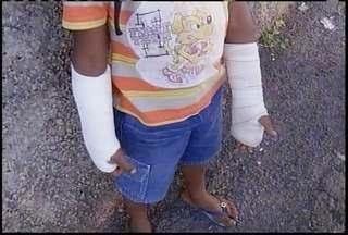 Professora é suspeita de espancar menino de sete anos em Montes Claros - Criança teve os dois braços quebrados.