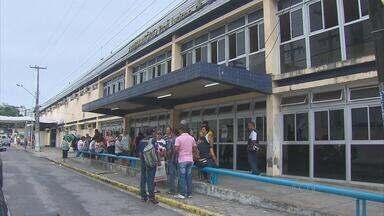 Paralisação deixa centenas de pacientes sem atendimento no Hospital Oswaldo Cruz - Atendimento deve voltar ao normal na segunda-feira, após parada de advertência.