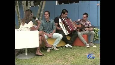 No quadro 'Tenda das Artes' estudante monta banda e toca sertanejo universitário - O paulista Paulinho Balbino, veio para Alagoas há 10 anos e diz que banda tem jeito bem dinâmico.