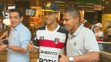 Santa Cruz viaja para São Luís para enfrentar o Sampaio Correa - Jogo no domingo é o primeiro da decisão do título do brasileiro da série C.