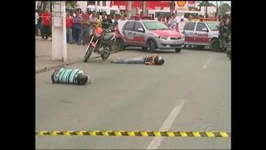 Suspeitos de praticar assaltos são mortos na Av. Fernandes Lima - Dois homens suspeitos de praticar assaltos foram mortos a tiro na Av. Fernandes Lima, em Maceió.