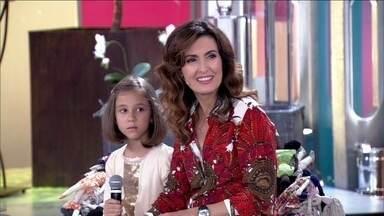 Daniela, de 7 anos, cortou os cabelos para doar para meninas com câncer - Ela viu a campanha na televisão e quis ajudar as crianças