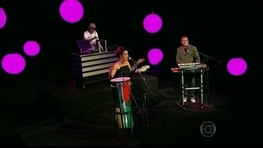 """Lan Lan abre o Programa do Jô com apresentação musical - Cantora apresenta projeto """"Lan Lan e Batida Nacional"""""""