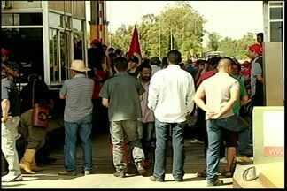 Protesto no pedágio do retiro na BR 116 em Pelotas - Mobilização reuniu o MST da CUT e a comunidade que mora próximo a rodovia