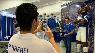 Taça do Campeonato Brasileiro está exposta na loja oficial do clube - Trófeu pode ser fotografado por torcedores na loja no Barro Preto, ao lado da sede administrativa