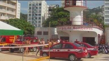 Praias da Baixada Santista e do Vale do Ribeira recebem guarda vidas temporários - Ao todo, são 800 homens a mais que irão trabalhar no litoral. Os bombeiros iniciaram a operação Praia Segura.