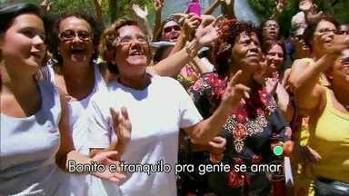 Povão canta o tema de Além do Horizonte - Lá lá lá tá na boca de todo mundo sob a regência de Otaviano Costa