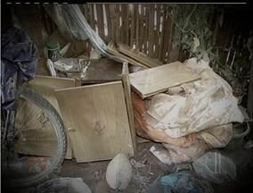 Chuva famílias em Cardoso Moreira, no RJ - Localidade mais atingida foi a de Bananal.Em algumas casas, a água chegou a 1,70 m de altura.