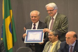 Técnico do Bahia na conquista de 1988, Evaristo de Macêdo recebe título de cidadão baiano - Evaristo recebeu o título em Salvador.