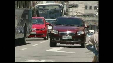 Moradores do Sul do Rio enfrentam transtornos com trânsito intenso no fim de ano - Segundo o Departamento de Trânsito (Detran), Barra Mansa tem uma frota de 66.159 veículos e apenas 780 vagas no estacionamento rotativo.