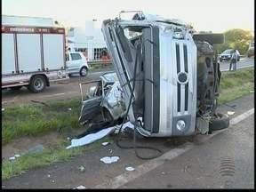 Mulher grávida morre em colisão no trecho urbano da Rodovia Raposo Tavares - Dois carros e um caminhão se envolveram no acidente.
