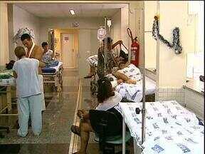 No hospital universitário pacientes esperam 24h para atendimento com ortopedista - Faltam profissionais no hospital e médicos ainda decidem se entram ou não em greve.