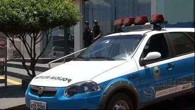 Policia pede ajuda de autoridades paraguaias para prender bandidos em Antônio João - Para evitar ações de bandidos que aterrorizam a cidade de Antônio João, a 402 km de Campo Grande, a polícia brasileira pediu o apoio de autoridades do Paraguai.