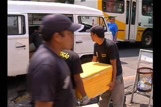 Fiscais da Secon realizam operação para desocupar calçadas da capital - Foram retiradas as bancas instaladas por vendedores ambulantes, além de todo material de trabalho deles.