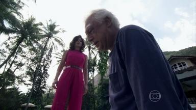 César se desespera por estar cego - Aline finge preocupação