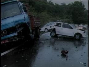 Chuva causa acidente na ERS-135 em Erechim, RS - Choque envolveu seis veículos.