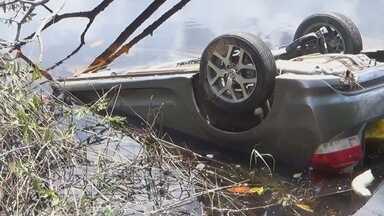 Laudo aponta falha humana em acidente que matou família, no AM - Servidora dormiu ao volante, causando capotamento, diz documento; Polícia Civil afirma que afogamento causou mortes.