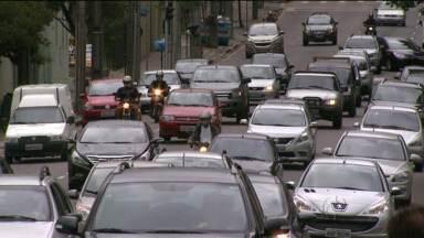 Horário de verão muda o trânsito em Curitiba - Motoristas dizem que dirigir pela cidade está mais tranquilo.