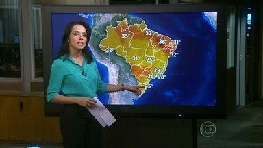 Previsão é de chuva entre Sudeste e Nordeste até a próxima terça (17) - Nesta sexta-feira (13), o dia será chuvoso no Norte de Minas Gerais, no Espírito Santo, no sul da Bahia e entre Goiás e o Amazonas. Em Brasília, a temperatura fica amena, com máxima de 25ºC.